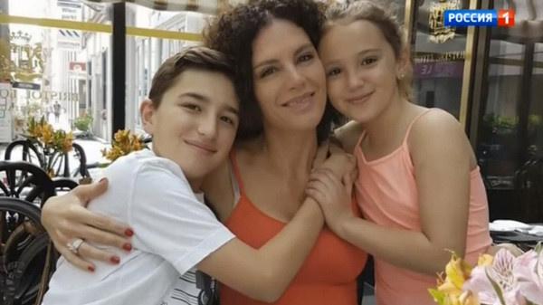 Флоранс с сыном и дочерью