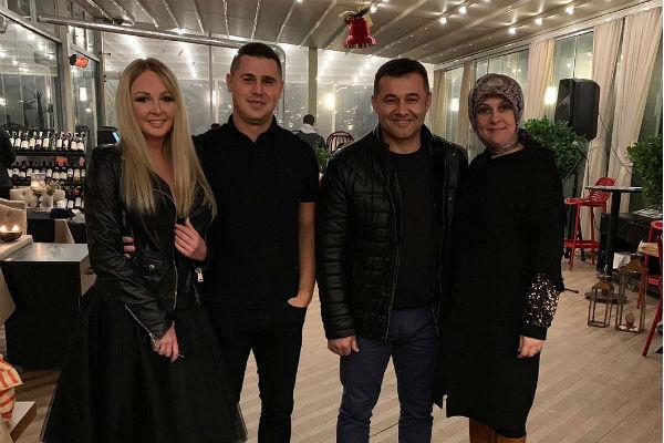 Дарья и Сергей с мэром Алании