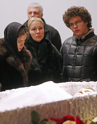 Екатерина Одинцова с дочерью Диной Немцовой и сыном Антоном Немцовым