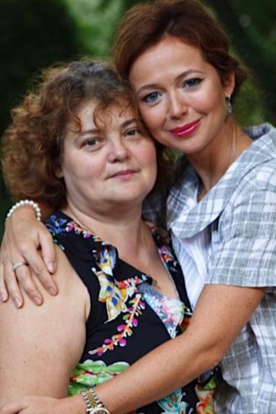 Мама помогла Захаровой пережить горе