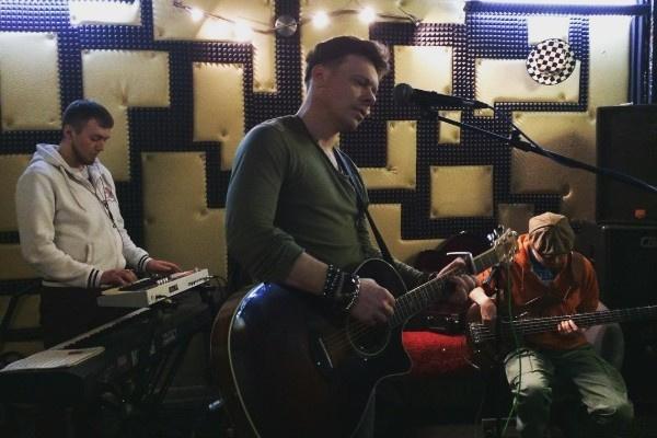 Майков много выступает с группой