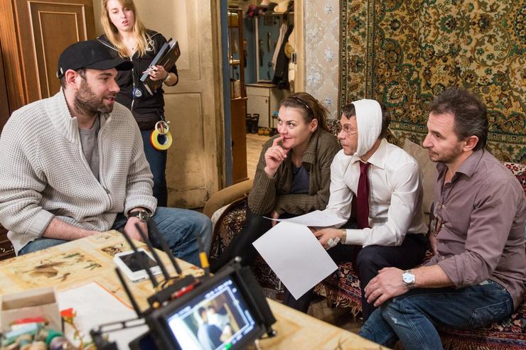 Карина принимала участие в работе над сериалом «Домашний арест» вместе с мужем