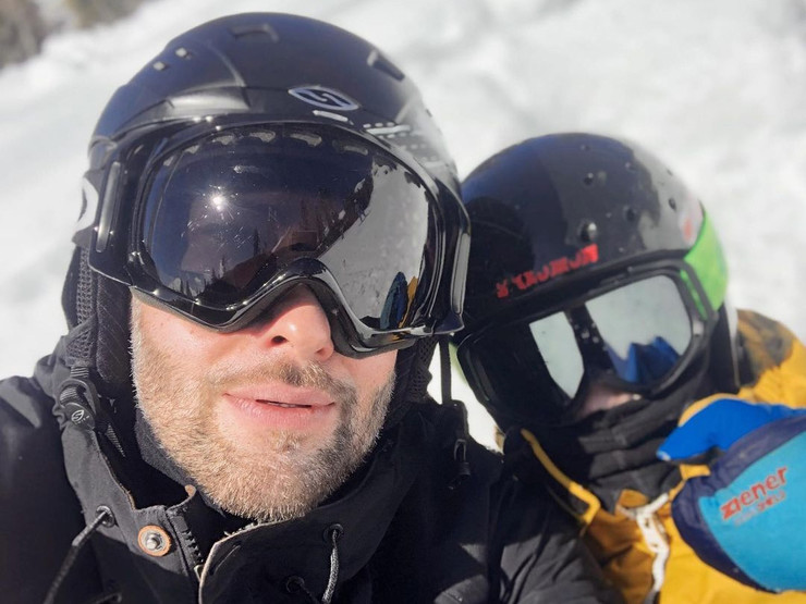 Шепелев научил сына кататься на лыжах
