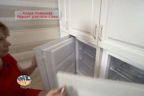 На кухне есть встроенные в стены холодильники