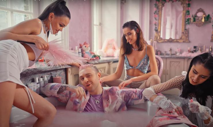 Егор Крид в окружении моделей