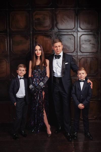 Анастасия Барашкова-Ионина с мужем и сыновьями
