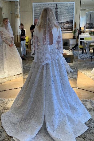 Софи до последнего скрывала дизайн свадебного платья