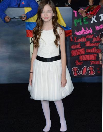 Маккензи Фой  сыграла экранную дочь Эдварда и Бэллы