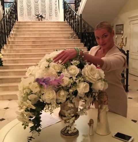 Бывший муж Волочковой впервые побывал в ее новом особняке