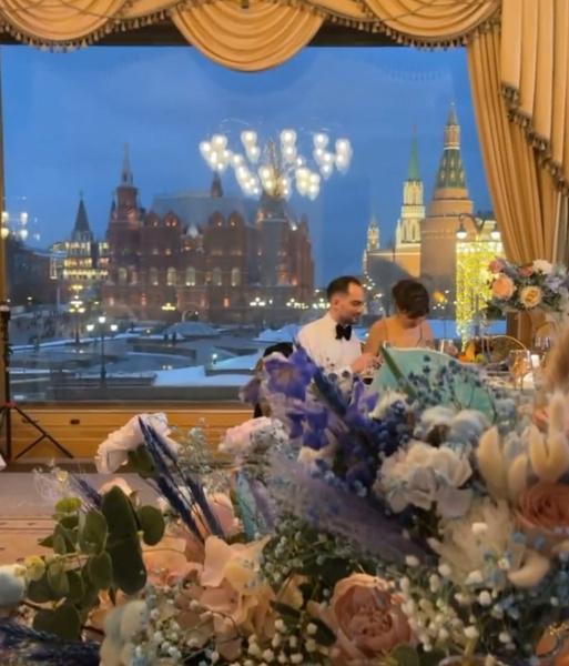 Пара отметила свадьбу в отеле и ресторане с видом на Кремль и Красную площадь