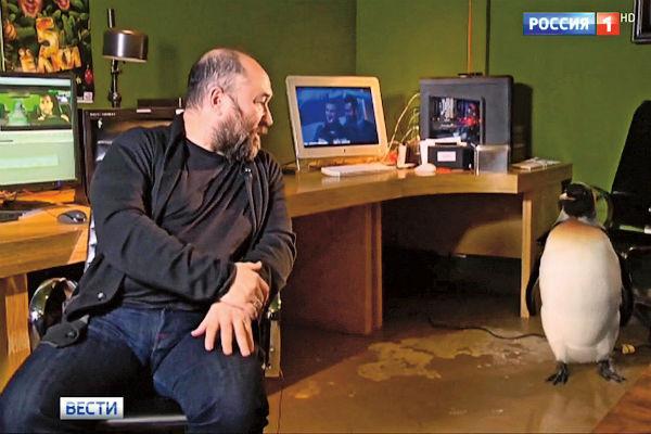 Перед премьерой запустили серию промовидео с Палычем: вместе с Бекмамбетовым пингвин снялся в программе «Вести»