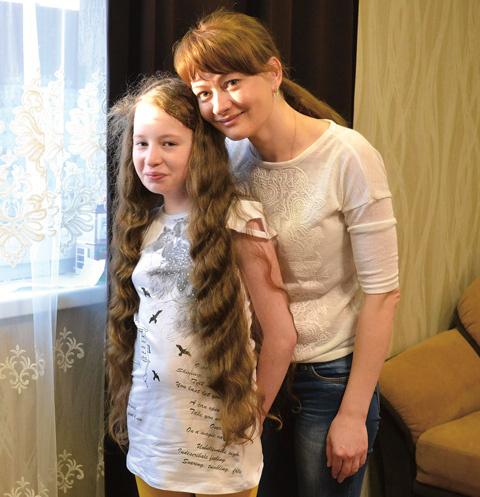 Вика с мамой собираются встретиться с семьей молодого человека, чье сердце теперь бьется в груди девочки