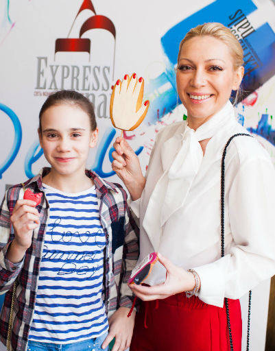Телеведущая Аврора с дочерью Авророй