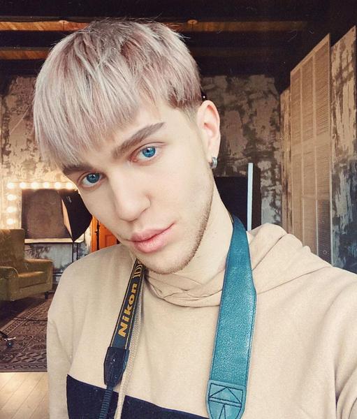 В повседневной жизни Егор далеко не всегда использует макияж