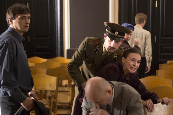 Действие сериала разворачивается в СССР в 80-х