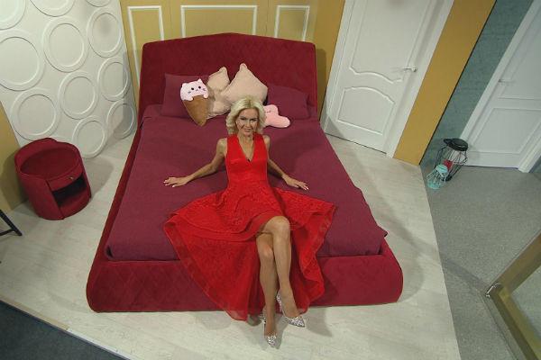 Марина Африкантова подбирала платье под интерьер студии