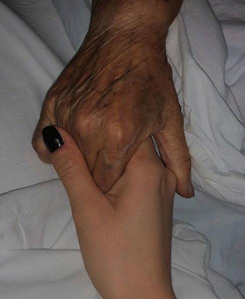 Ольга Бухарова сообщила о смерти бабушки и опубликовала в Инстаграме это фото