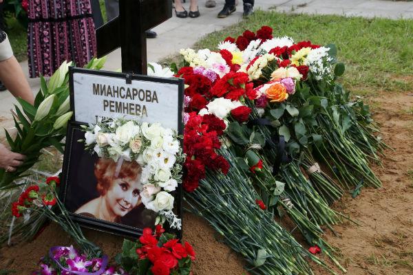 Могила Тамары Миансаровой