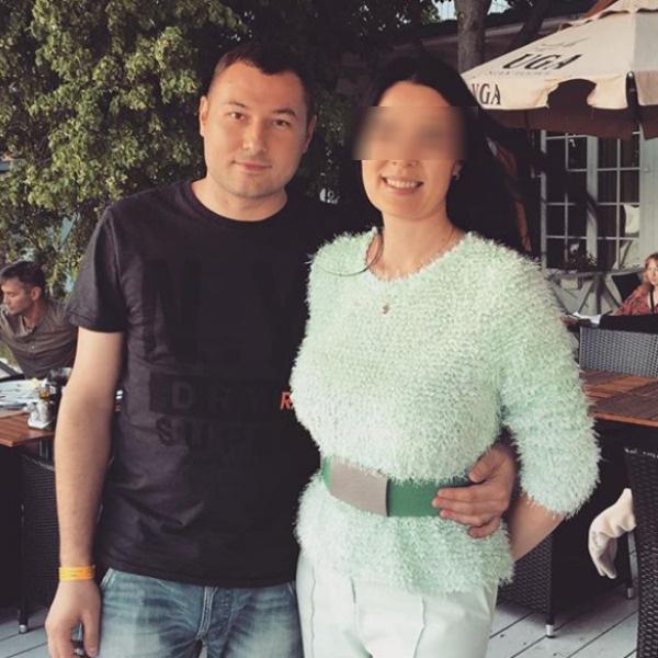 Денис и его супруга