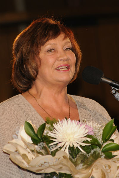 Артистка часто выходит на сцену, а также посещает светские мероприятия