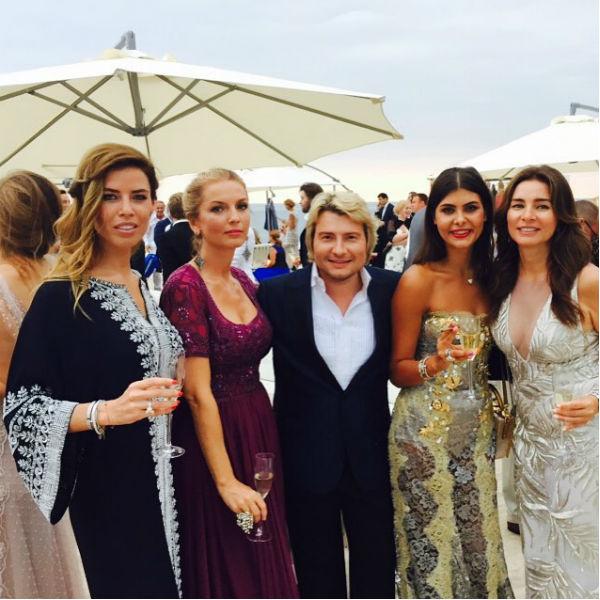 Николай Басков с прекрасными гостьями вечера