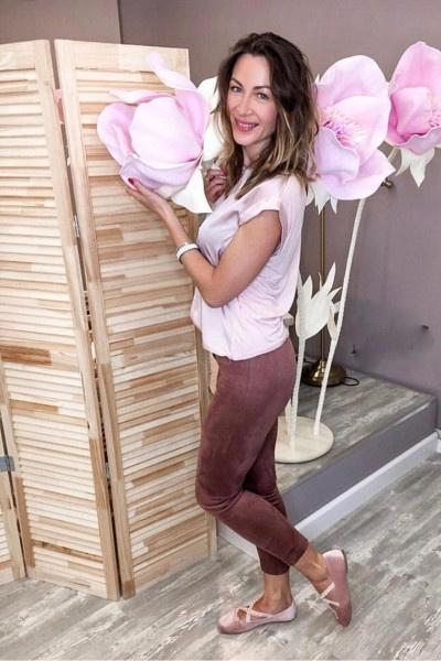 Екатерина Директоренко пытается восстановить волосы в салоне