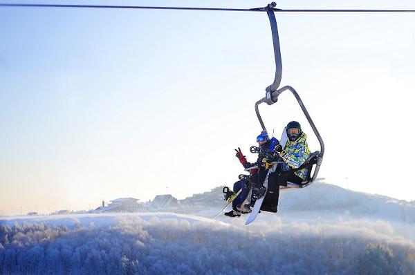 В зимнее время года город-курорт «Свияжские холмы» – это горнолыжный отдых европейского уровня