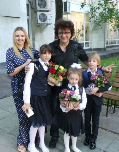 Рома Жуков с Полиной, Никитой и Анжеликой