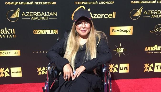 Жара-2019: Анита Цой появилась на красной дорожке в инвалидном кресле