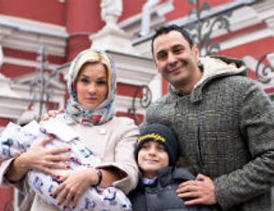 Стас и Юлия Костюшкины крестили сына