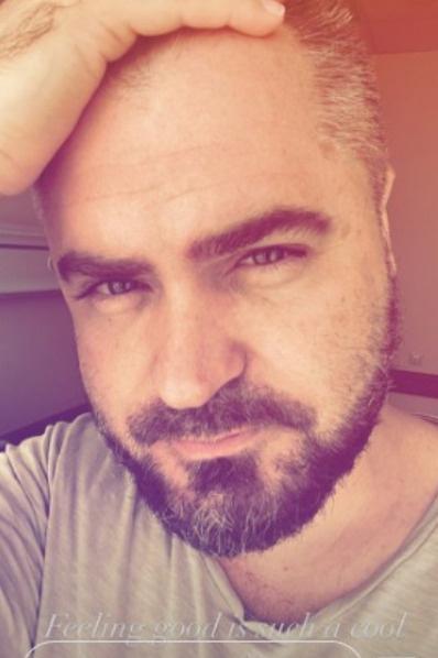 После операции на нос Евгений Гор выглядит прекрасно