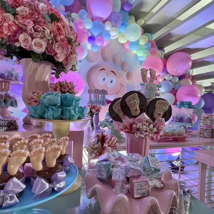 Новости: Розовые шары и торт с пятками. Звезда «Клона» Джованна Антонелли отметила день рождения дочерей – фото №3