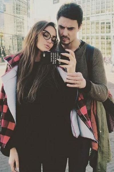 Будущие супруги путешествуют вместе