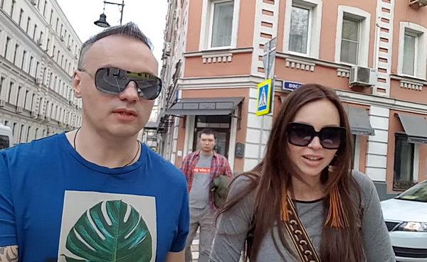 Анастасия снимает свой видеоблог вместе с мужем Михаилом