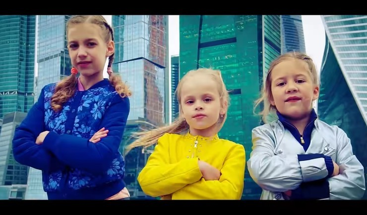 Виталий Гогунский хочет через суд отобрать у дочери доходы от YouTube-канала и отказаться от алиментов