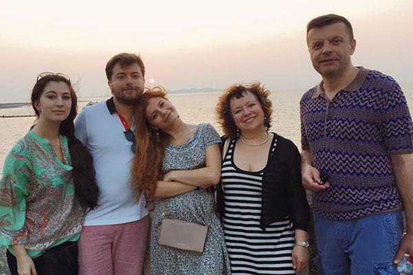 Мария Бройтман, Иван Парфенов, Мария Парфенова, Елена Чекалова и Леонид Парфенов вместе путешествовали по Индии
