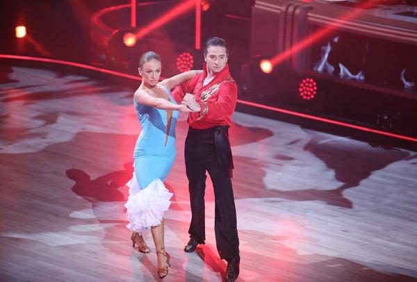 Стебунов и Свечникова исполнили темпераментный танец