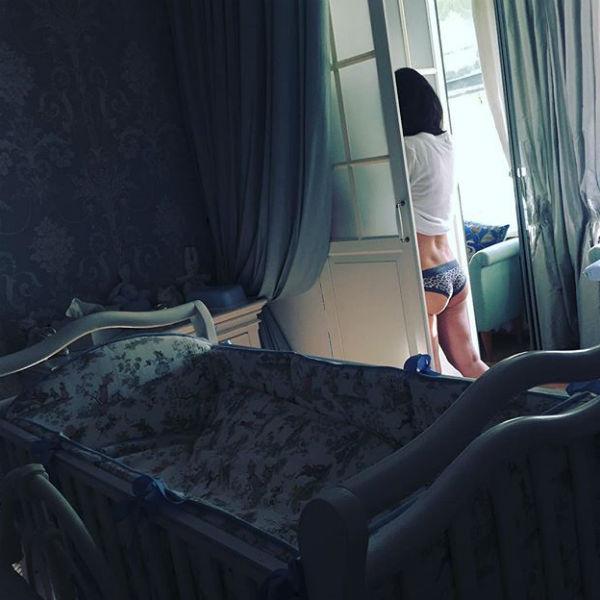 Дмитрий похвастался в Сети откровенным снимком супруги
