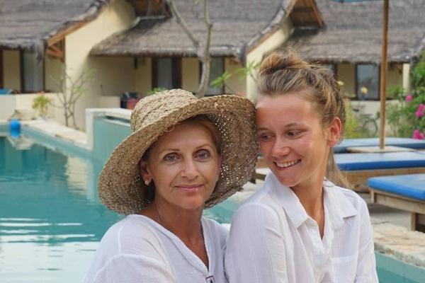 Ника с мамой