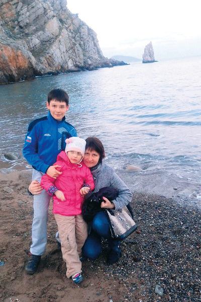 После смерти сына Сени Виктория посвятила себя дочери, больной ДЦП