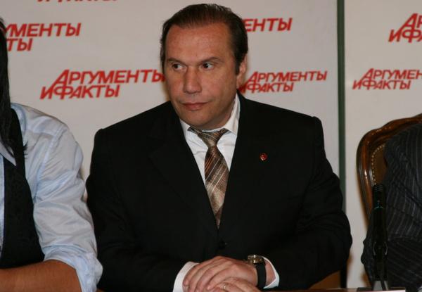 Виктор Батурин хотел получить полную опеку над сыновьями