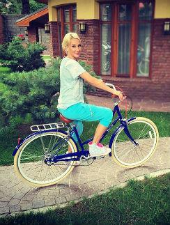 Лера Кудрявцева проводит отпуск в Подмосковье на недавно купленной даче