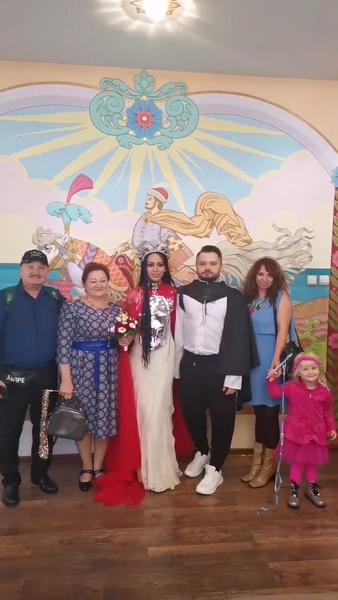 Свадьба прошла в узком кругу друзей и родственников.