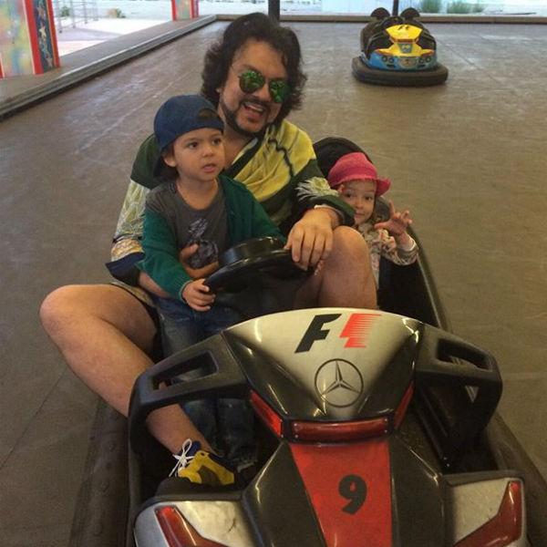 Похоже, что и сам Филипп прививает детям любовь к скорости