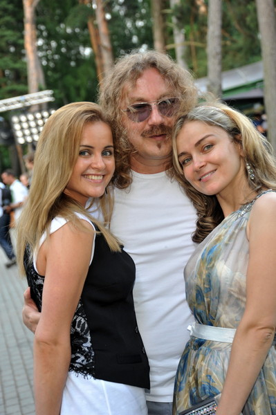 Игорь Николаев с дочерью и женой