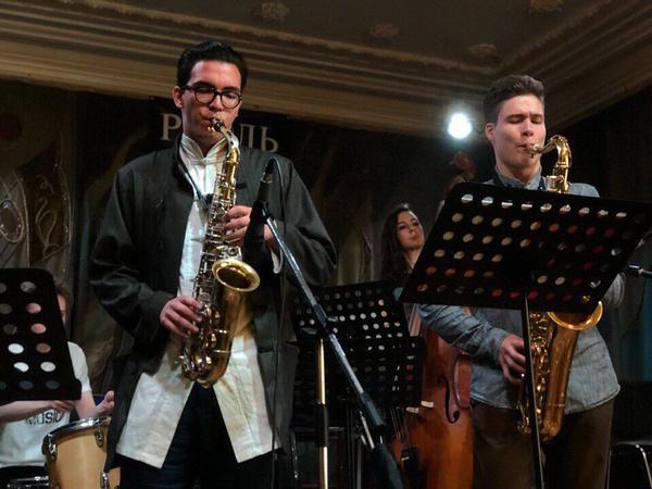 Аким стал музыкантом, как и его отец