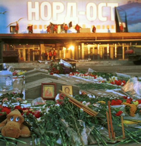 Террористы удерживали заложников в здании театра с 23 по 26 октября 2002 года