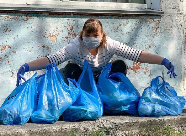 Оксана получила продуктовые наборы для детей-школьников