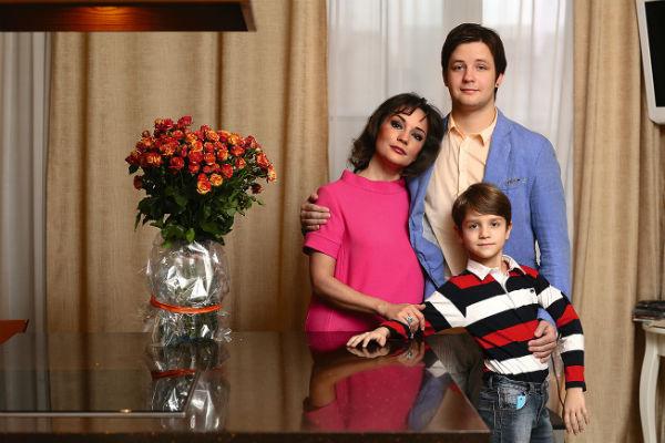 Недавно старший сын артистки Саша съехал от мамы: Татьяна купила ему квартиру
