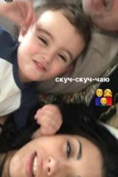 Александр Гордон с супругой Нозой и сыном Сашей